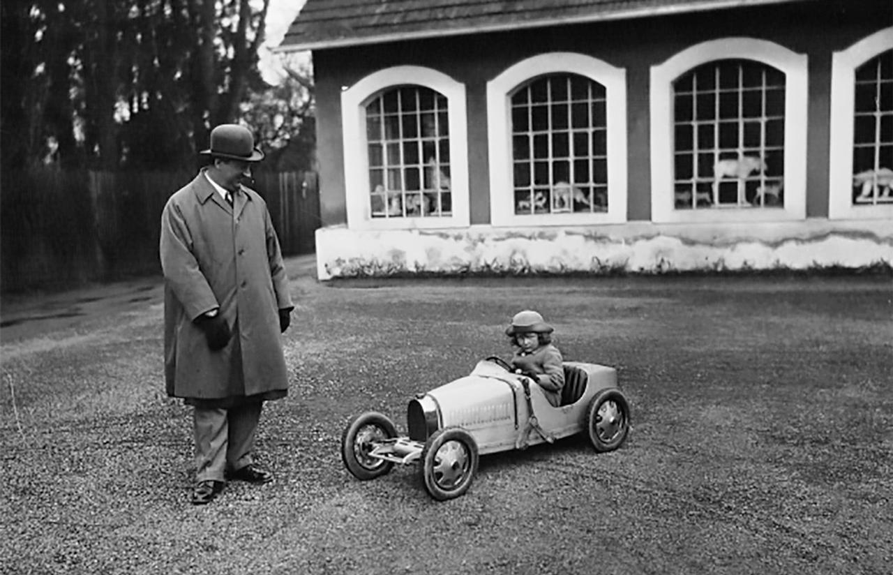 画像: 4歳を迎えた末っ子のローランドのために、ハーフスケールのブガッティ ベイビーを開発。