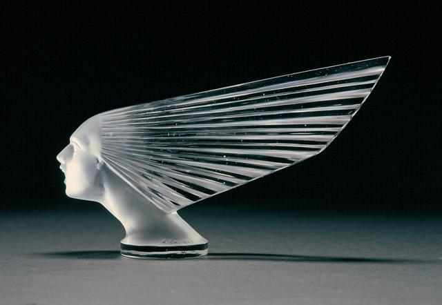 画像: ルネ・ラリック製作のガラス製カーマスコット「勝利の女神(1928年)」