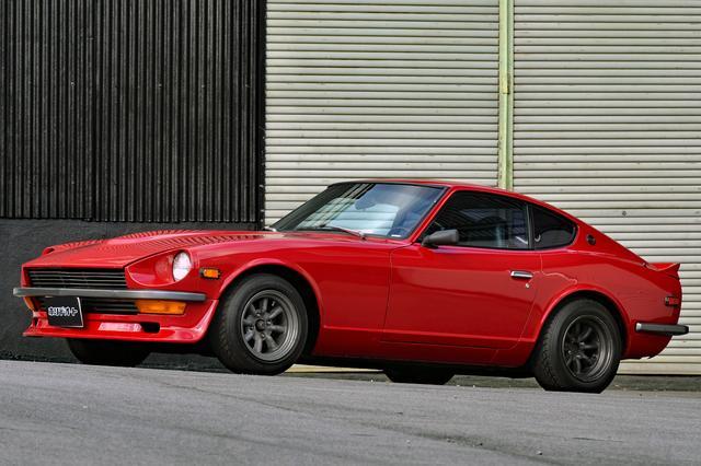 画像: ベース車は1972年式ダットサン240Z。逆輸入車のため型式は不明。真紅のボディはエンジンスワップと同時に全塗装されている。