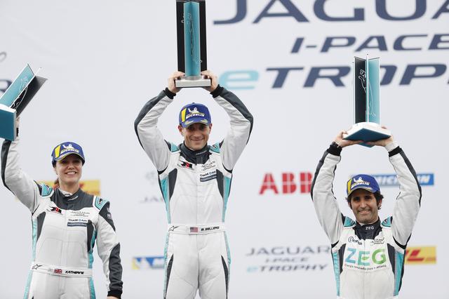 画像: あいにくの雨模様となった香港ラウンド。チャレンジングなレース展開の中、ブライアン・セラーズ(ラファエル・レターマン・ラニガン・レーシング)が優勝を飾った。