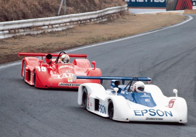 画像: 翌85年も好調は続き、初の GC連続チャンピオンを獲得。写真の Rd1 は予選 9 位で、決勝 2 位に。前を行くのは優勝した中嶋 悟(1985年3月31日富士GCシリーズRd1富士300キロスピード)。