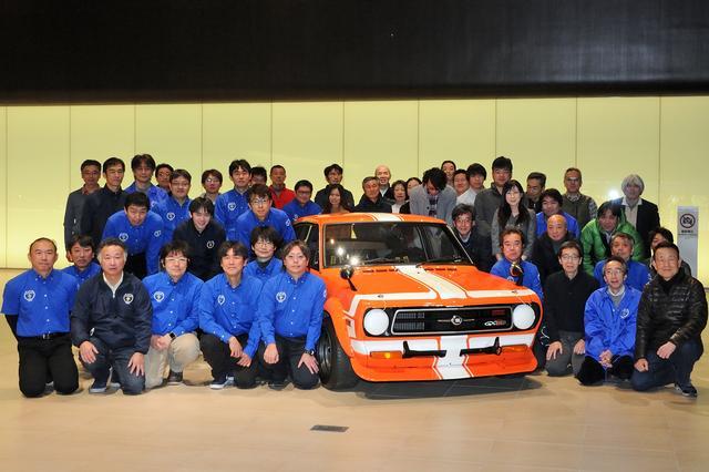画像: 完成したサニーと、日産名車再生クラブの皆さん