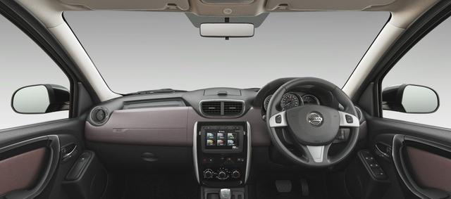画像: インドやロシアなどで販売されている日産 テラノのコクピット。ステアリングスイッチがルノー車のデザインに似ている。