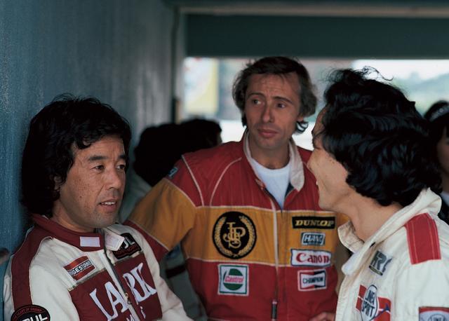 画像: 81年にホンダがF2に参入すると、BMWユーザーの星野は苦闘を強いられ、中嶋 ( 右)、G. リース(中)らと激闘を繰り広げる(1983年11月6日全日本F2選手権Rd8JAF鈴鹿グランプリ)。