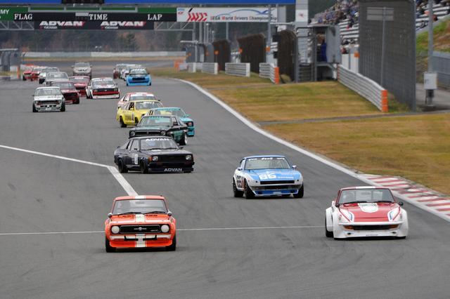 画像: NISMOフェスティバルで富士スピードウェイのストレートを快調に走るサニークーペ。
