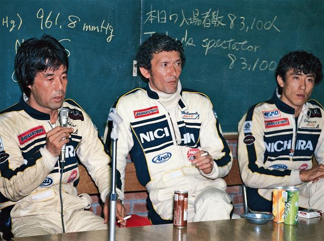 画像: 「決行か、中止か、もっと早く決めるべきだ。レース前のドライバーの緊張感がどれほどのものか、わかって欲しい」。記者会見の席でも怒りは収まらなかった。コドライバーは松本恵二と萩原光だったが、星野が怒りの独走を決めたため、彼らはステアリングを握ることはなかった(1985年10月6日世界耐久選手権Rd9第3回WECジャパン)。