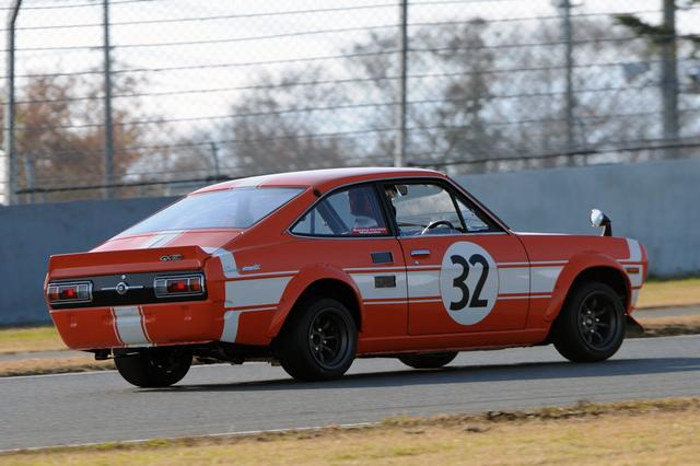 画像: TS仕様のレーシングカーなので、前後オーバーフェンダーやリアスポイラーも装着されている。