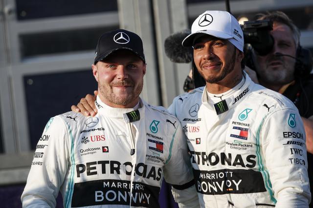 画像: メルセデスAMGのバルテリ・ボッタス(左)とルイス・ハミルトン。チームメイト同士の戦いも面白くなってきた。