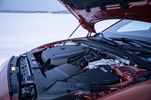 画像: PHEVのV60 T8は2L直4ターボ+インタークーラーエンジンに加え後輪を駆動する電気モーターを搭載する。