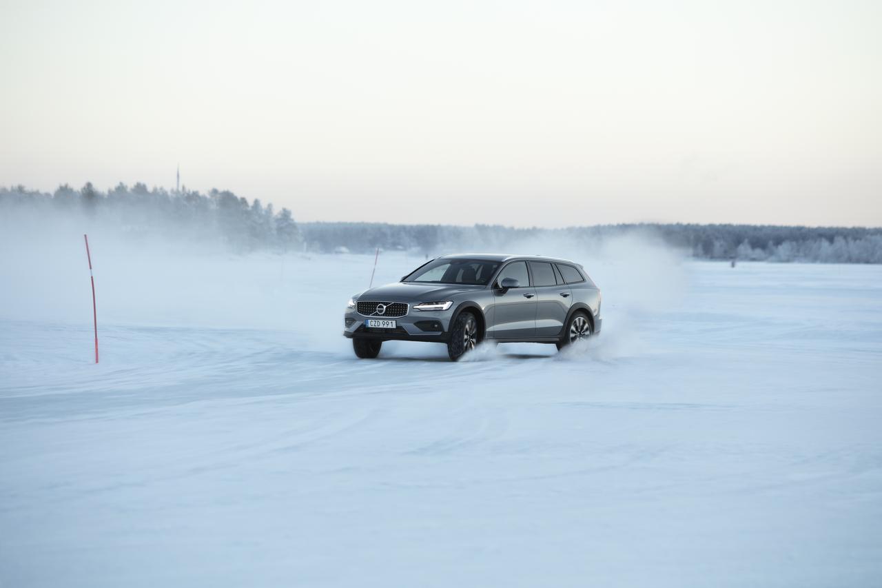 画像1: 北極圏に近い極寒の地を走るのも楽しい