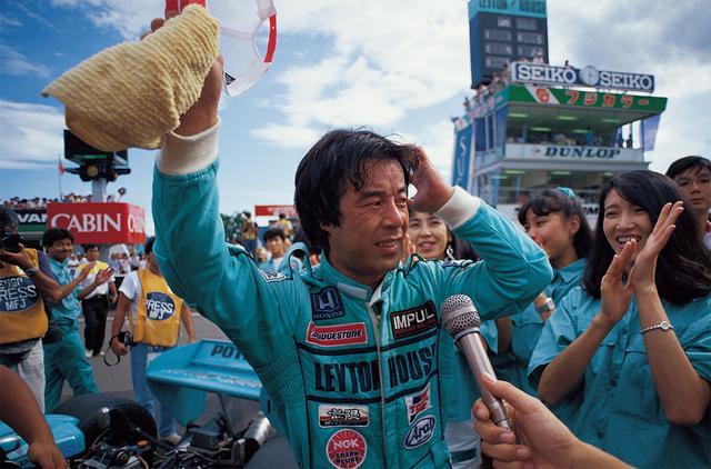 画像: 第4戦・鈴鹿から第5戦・鈴鹿、そしてこの第6戦・菅生と3連勝、開幕戦の鈴鹿の勝利と合わせて計4勝でシーズンを制圧。初代王者に輝いた(1987年7月26日F3000 Rd6 SUGO・F3000選手権)。
