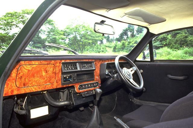 画像: ウオールナットのダッシュパネルが英国車らしい。オプションのエアコンも装着していた。