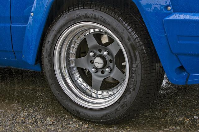 画像: 撮影車は、ワークの市販品アルミホイールに225/50R15タイヤを装着。