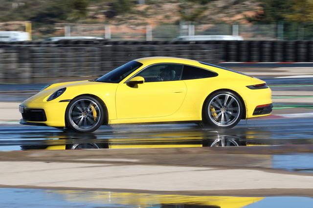 画像: 乱暴なハンドル操作をしてもウェットモードの効果で車体がすぐに安定する。