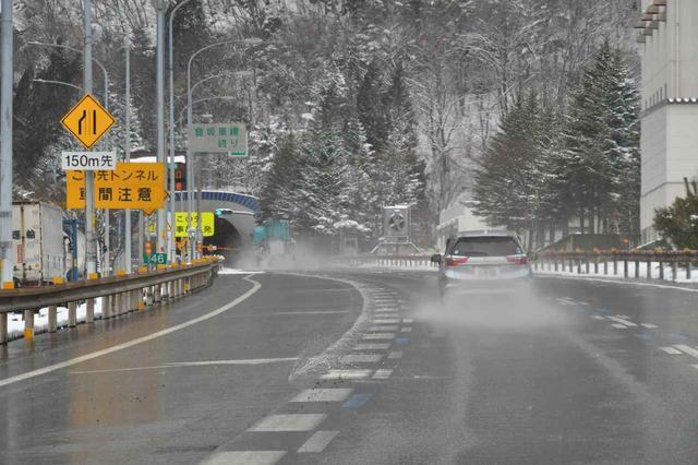画像: ウエット :最近では突然の雨(ゲリラ豪雨)も多くなっているが、そうしたウエット路面でもグリップを確保する。