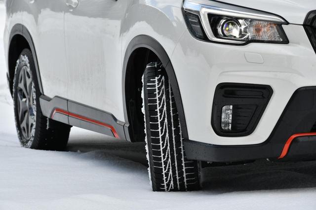 画像: 雪道も「ふつうに」走ることができるのがオールシーズンタイヤの利点だ。