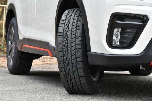 画像: グッドイヤーのSUV用オールシーズンタイヤ「アシュアランスウェザーレディ」。16〜20インチ、55〜65シリーズの全13サイズ。価格はオープン。
