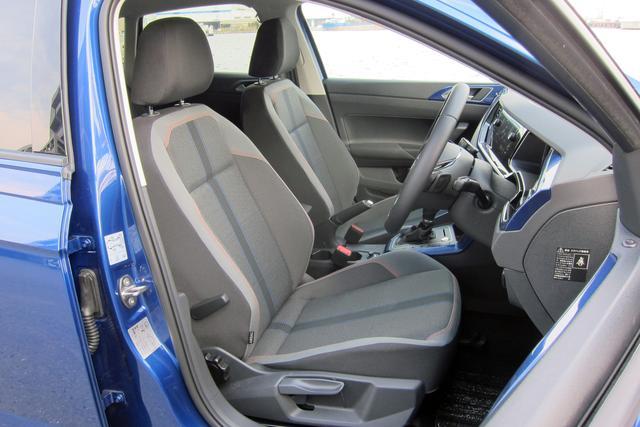 画像: シート形状はハイラインに準するが、サポートは悪くない。長時間ドライブでも疲れにくい。