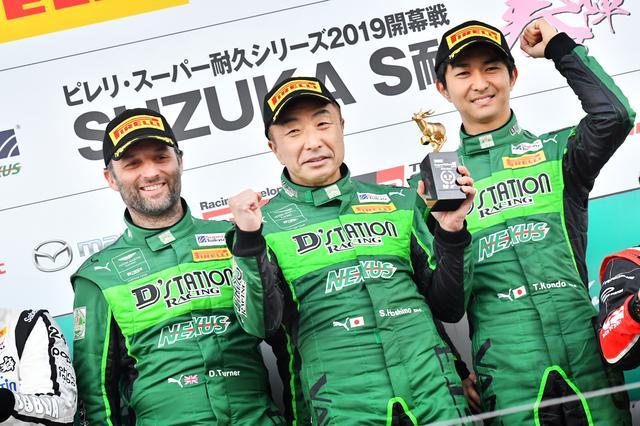 画像: アストンマーティンのサポートを受けたD'stationが優勝、ドライバーはダレン・ターナー、星野敏、近藤翼(左から)。