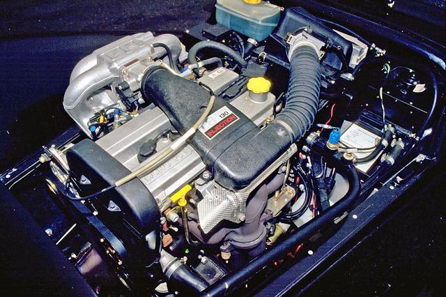 画像: フォード製の1.8L直4DOHCは130psと16.5kgmを発生。インジェクション装着なので始動も楽で音も静かだ。