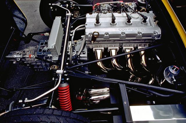 画像: 190psと21.6kgmを発生するコスワース製YAC型直4DOHC16バルブをミッドシップ搭載。