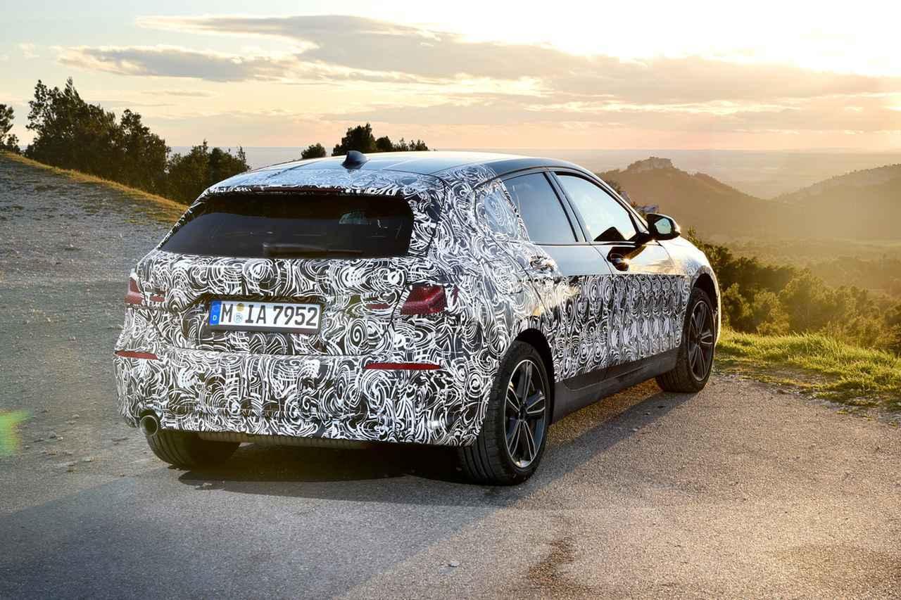 画像: BMWの次期1シリーズ。こちらはマフラー1本出しだ。