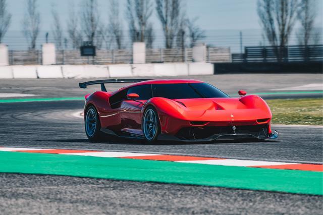 画像: フィオラノ・サーキットでの走行カット。スポーツプロトタイプカーのような雰囲気がある。