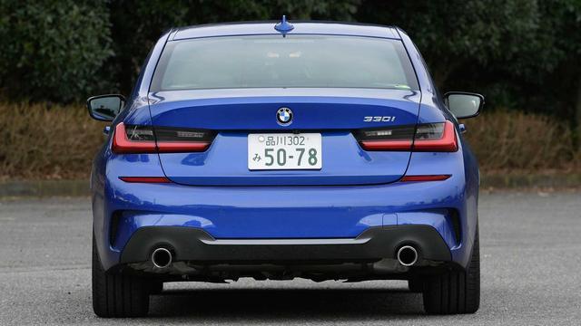 画像: 車幅が1800mmから1825mmに拡大。立体的なリアのコンビネーションランプはLEDを採用。BMW伝統のL字型デザインはしっかりと踏襲されている。