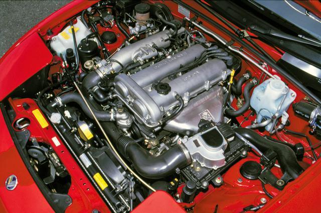 画像: 1.6L DOHCは縦置きへの変更と同時に吸排気系やバルブタイミングが変更され、ファミリア用より5psの出力向上が図られた。