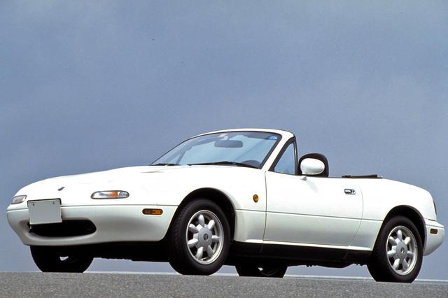 画像: ユーノス・ロードスターの車名は初代のNA型だけで、2代目のNB型以降はマツダ・ロードスターとなる。