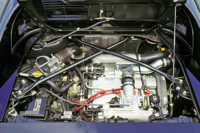 画像: セラミックターボ仕様の3S-GTE型は、1993年のマイナーチェンジ時にターボやインタークーラーの改良などを受け245psまでパワーアップした。