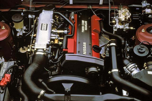 画像: 初期型のCA18DET型は175psを発生。マルチリンク式リアサスとの組み合わせで豪快なドリフト走行が楽しめた。