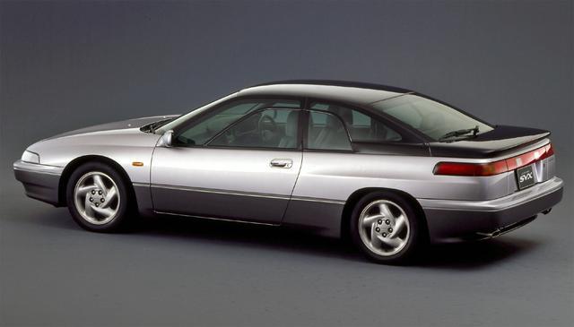 画像: サイドウインドーは一部だけが開閉するミッドフレームウインドーを日本車で初めて採用した。