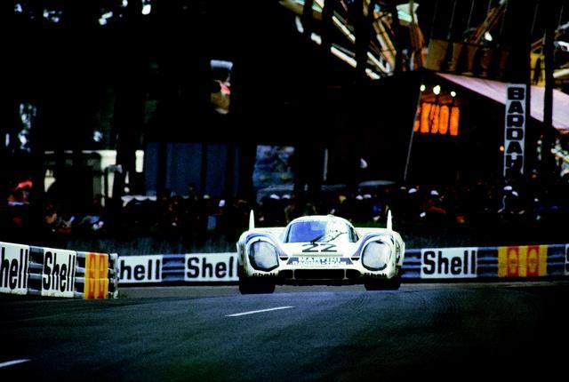 画像: 1971年のル・マンを制した22号車マルティニカラーのザルツブルグチーム。
