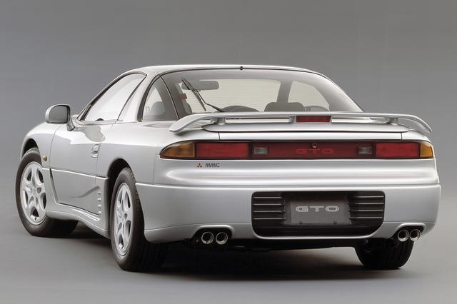 画像: 車速が80km/h以上になると角度が可変するアクティブリアスポイラーを採用していた。