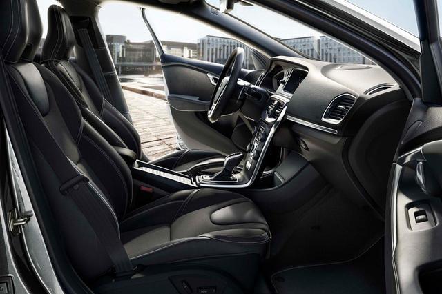画像: ボルボ V40 T5 Rデザイン ファイナルエディションのスポーティなシート。画像では左ハンドルだが、実際には右ハンドルとなる。
