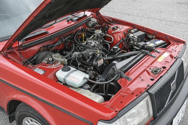 画像: 240のエンジンは2.3L。26年も前のモデルであるが、いまだに元気に走るのはさすがボルボである。