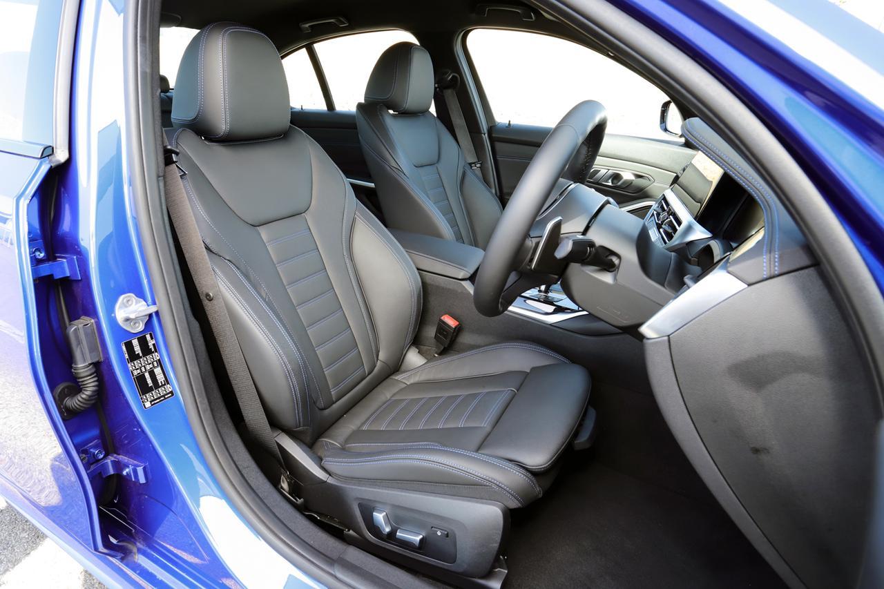 画像: フロントシートはホールド感バッチリ、小柄な竹岡レポーターの体格でもしっかりドラポジが取れる。後部座席はライバルたちと比べても広め。