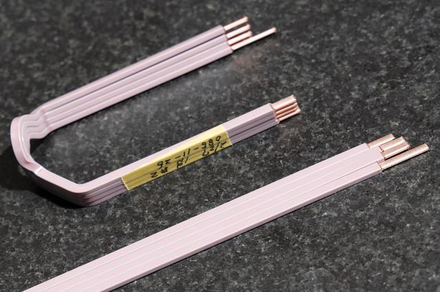 画像: 丸断面と比較して、ワイヤー容積率の高い角断面ワイヤー72組、合計288本が絶縁紙とともにひとつのステーターコアに挿入される。