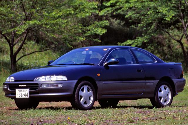 画像: こちらはレビンの姉妹車、トレノのNAモデル。アッパーグリルのない顔つきが独特だった。