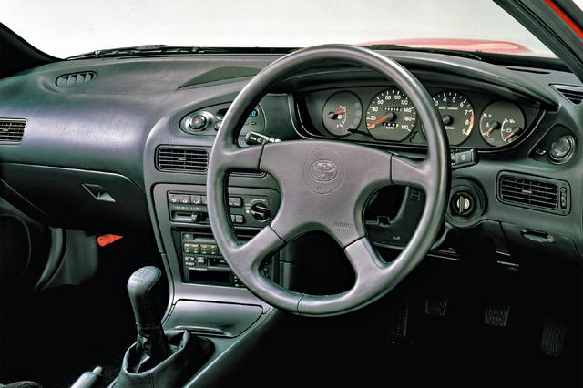画像: GT-ZはMOMO製ステアリング&シフトノブが標準装備。高品質な音響性能を誇るスーパーサウンドシステムも標準装備となる。