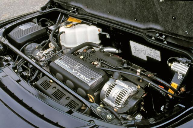 画像: ペントルーフ型燃焼室を持つC30A型DOHC VTEC。97年のタイプS追加と同時に3.2Lが追加されミッションも6速MTになった。