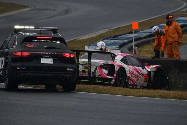 画像: 優勝候補の一角にあげられていたHOPPY 86 MCがいきなりクラッシュ。岡山は波乱のレースとなった。