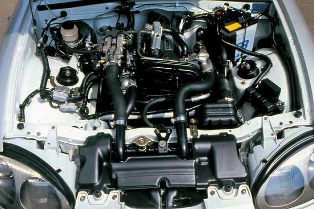 画像: 軽最強と言われたアルトワークス用F6A型を縦置き搭載。後にK6A型に換装されるが信頼性の高さから初期型の人気が高い。