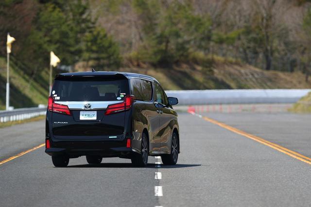 画像: 高速でのレーンチェンジでは、揺り戻しが少なく一発で収束する。