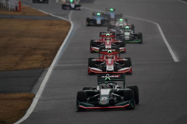 画像: スーパーフォーミュラの決勝レースは 250kmで争われ、ソフトと ミディアムタイヤの装着が義務付けられている。 予選はノックアウト方式。