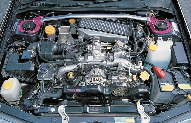 画像: EJ20型エンジンは250psと31.5kgmを発生したが、低速トルクの弱さを指摘する声もあった。