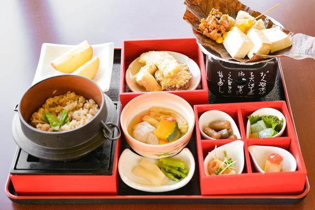画像: 「精進料理 霜月(しもつき)」(2180円)。外国から来た観光客など和食に慣れていない人に向けているため味付けは濃いめにしてあるという。