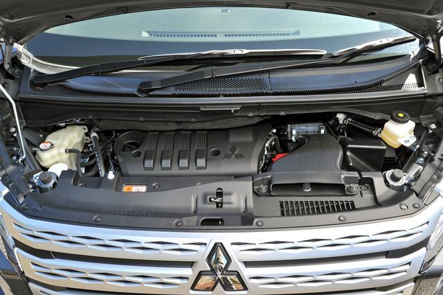 画像: 搭載エンジンは2.2Lのディーゼルターボのみ。尿素SCR浄化システムが組み合わされている。