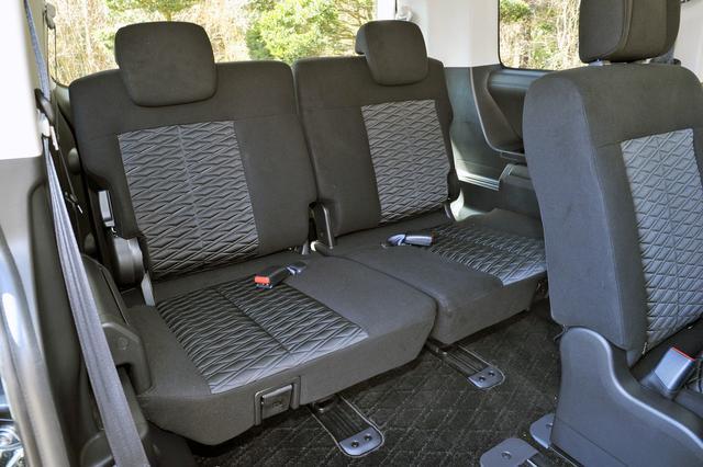 画像: サードシートは思ったより広いが、おとな3人だと少し狭いかもしれない。